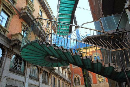 Visit Piazza Mercanti